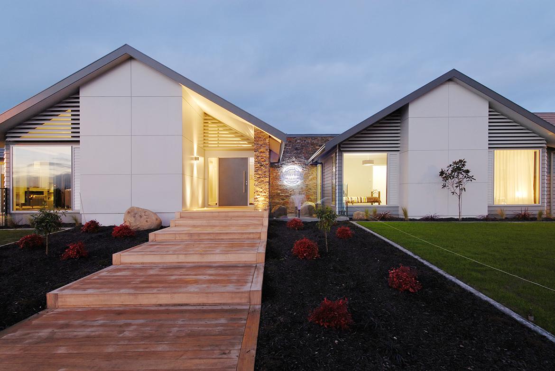 House Exterior: Custom Luxury Home Builders NZ